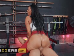 Brazzers - Phat ass Romi Rain gets ass fucked at the gym